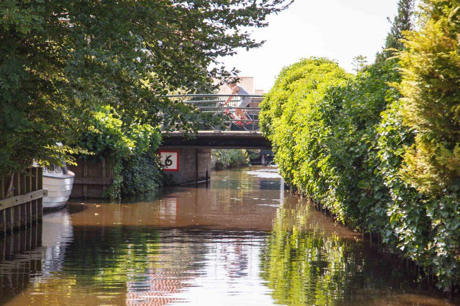 Foto laag bruggetje Roemersloot, Oostzaan. F.L.Snijders
