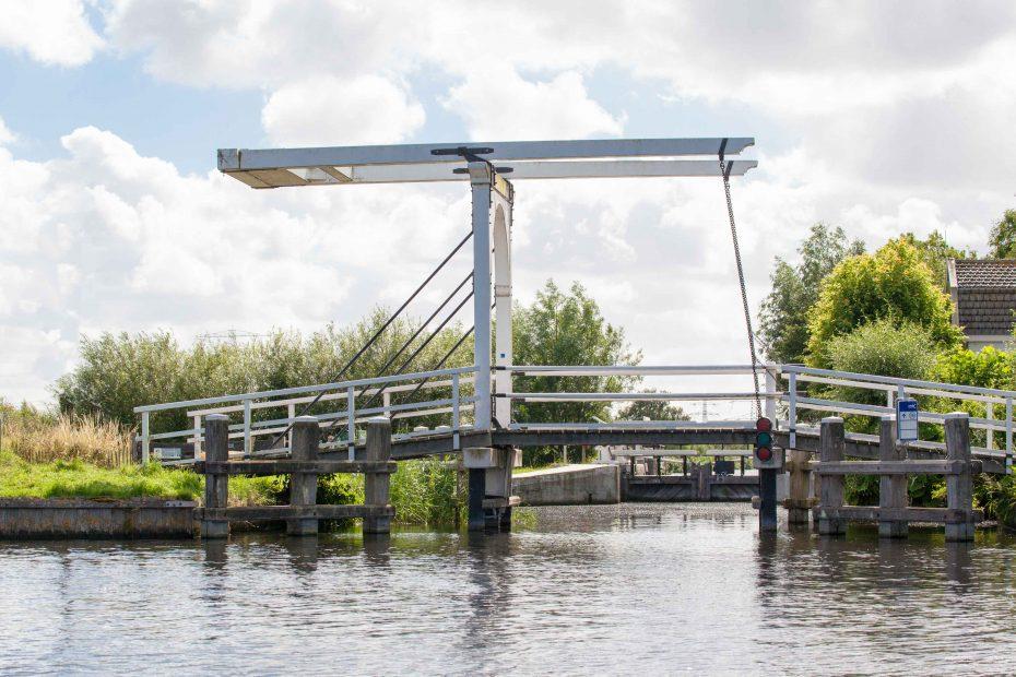Foto van brug bij Luijendijksluis. F.L.Snijders