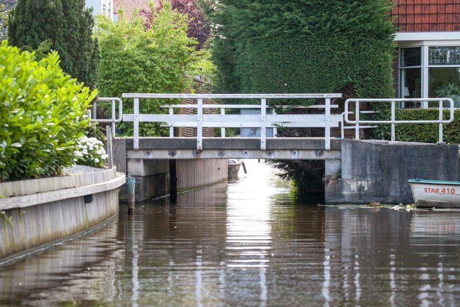 Foto lage bruggetje over Gortersloot, Landsmeer. F.L.Snijders