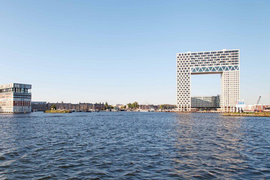 Foto Pontsteiger gebouw, Silodam en Oude Houthaven, vanaf het IJ, F.L.Snijders